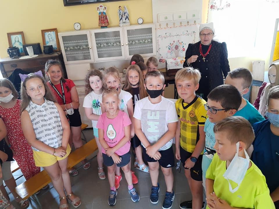 Read more about the article Szkoła Podstawowa nr 37 w Tychach z Oddziałami Dwujęzycznymi im. K. Makuszyńskiego